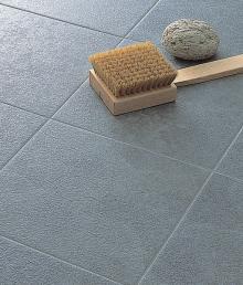 素材感のあるタイル床